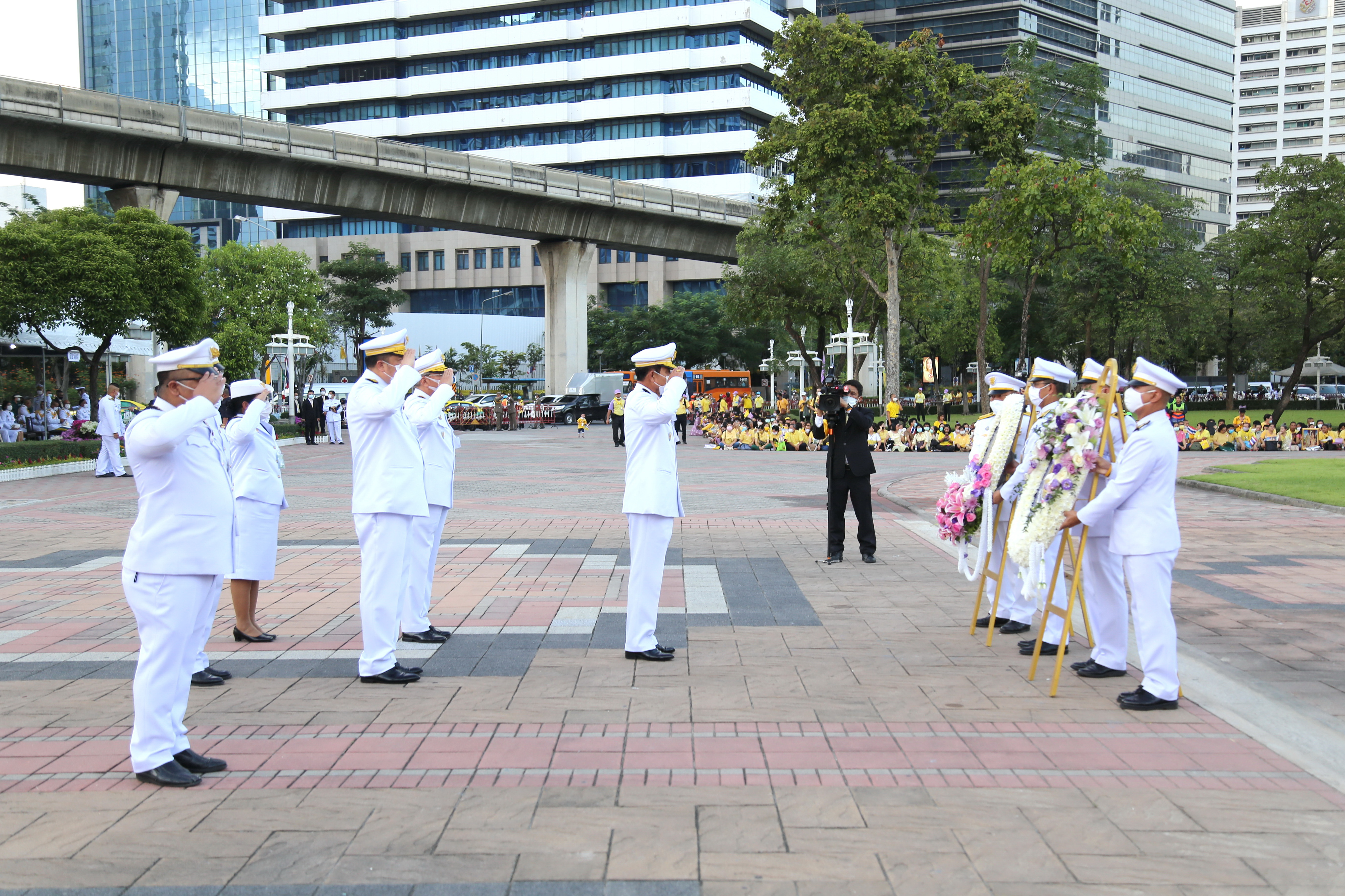 MOL Lays Garlands in Paying Respect to King Rama VI in Remembrance