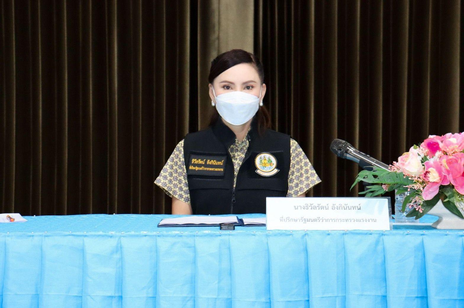 รมว.สุชาติ ส่ง 'ที่ปรึกษา' มอบนโยบายแก่อาสาสมัครแรงงาน จ.เพชรบุรี ฟันเฟืองสำคัญนำบริการแรงงานสู่ชุมชน